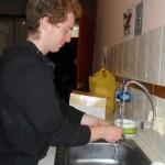 Martin beim täglich Abwasch